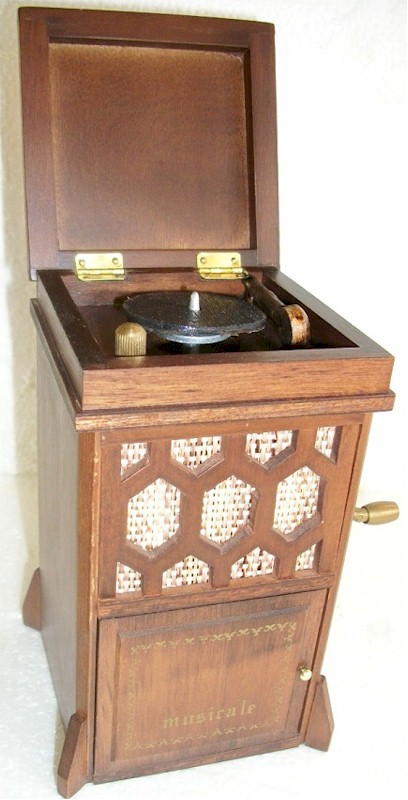 Musicale Old Tyme Phonograph Music Box