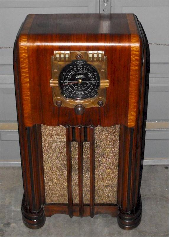 "Zenith 6-S-362 ""Stars and Bars"" Patriotic Console (1938)"