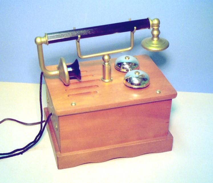 "Masters Art ""Telephone"" Radio"