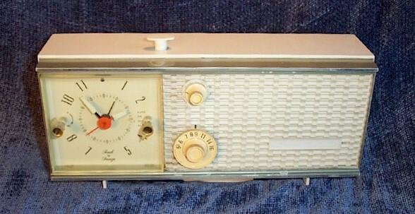 Zenith T2519L1 Clock Radio (Early 1970s)