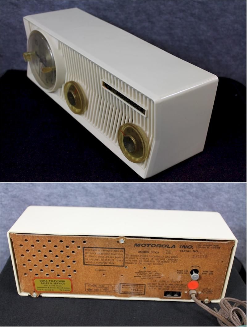 Motorola 57CS-2A Clock Radio (1957)