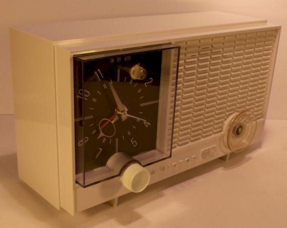 RCA RHD10Y Clock Radio (early 1960s)