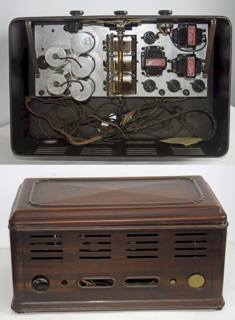 Pilot 121 or 121X Country Special Battery Radio