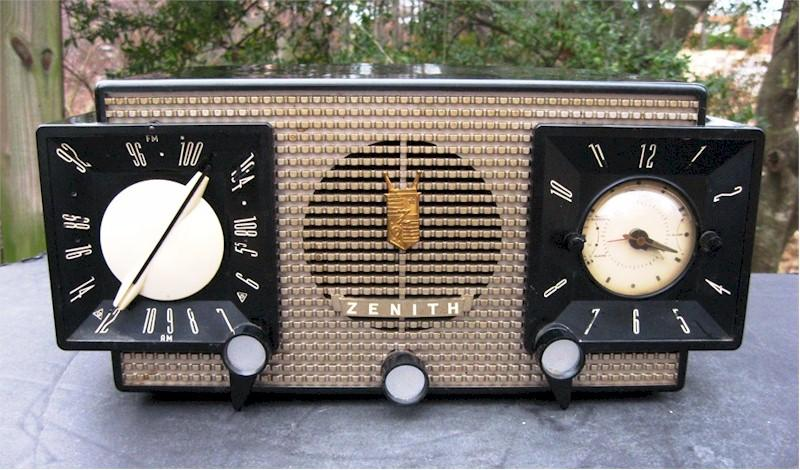 Zenith Z-733 AM/FM Clock Radio (1956)