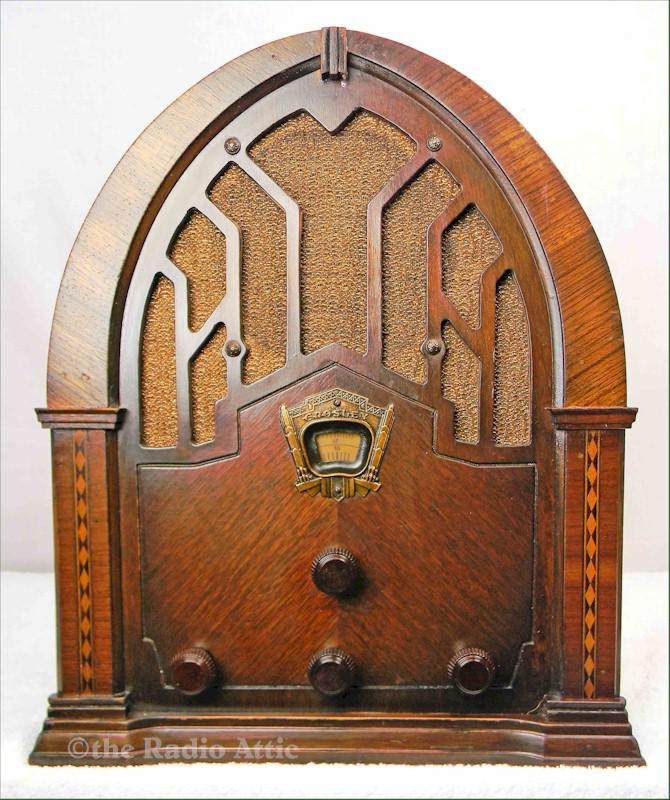 "Crosley 168 ""Dual Seven"" Cathedral (1934)"