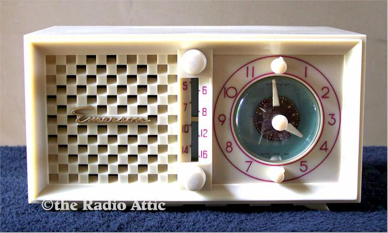 Emerson 695B Clock Radio (1952)